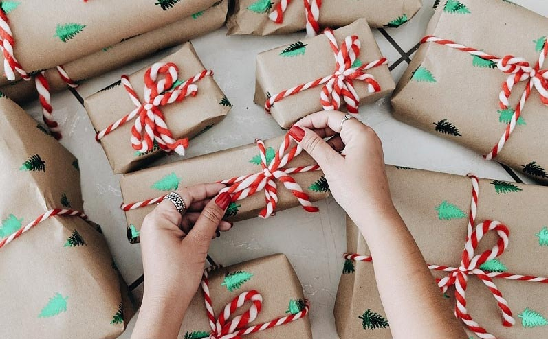 много новогодних подарков