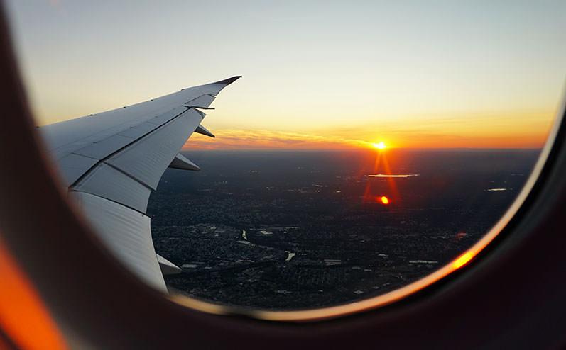 вид из иллюминатора самолета