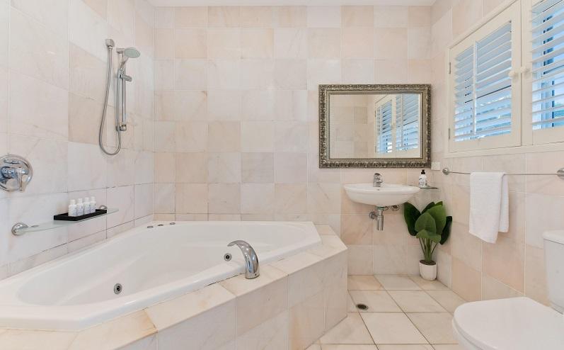 gaiša vannas istaba
