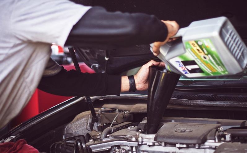 менять масло в авто