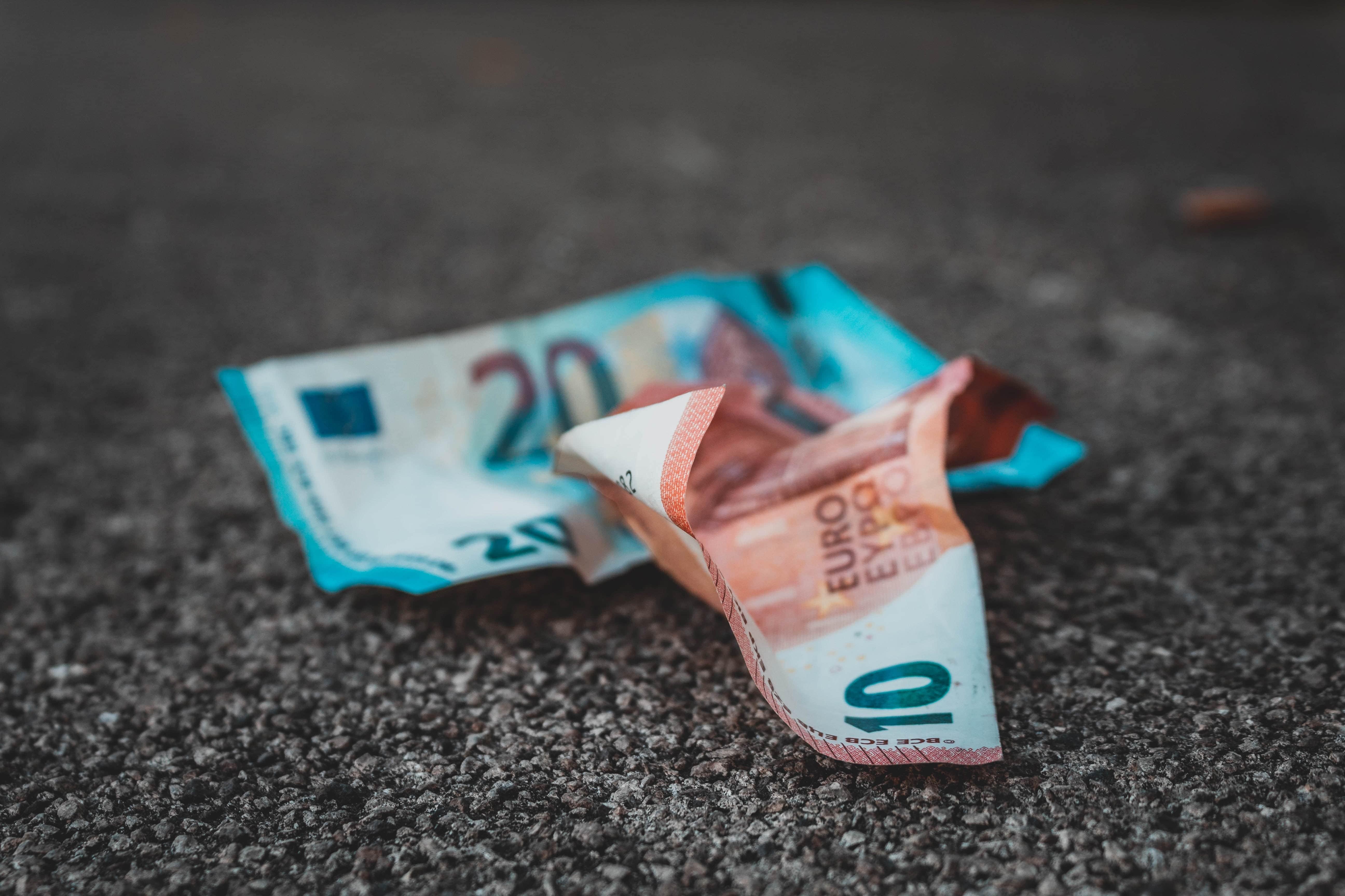 eiro naudas banknotes