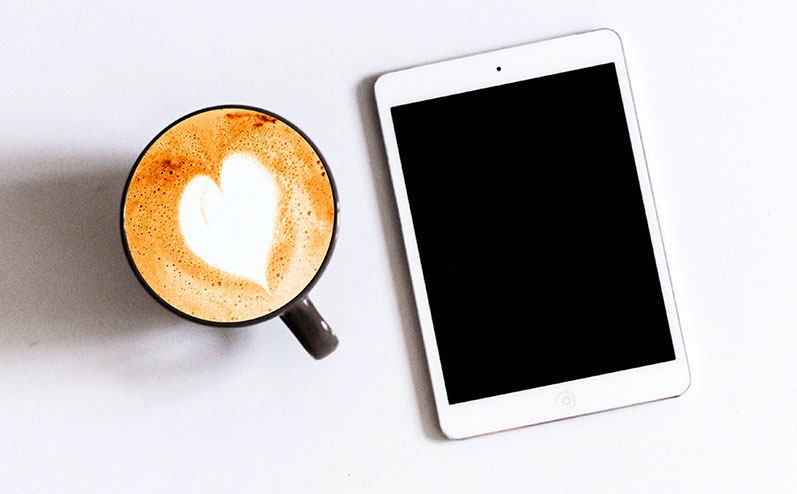 Планшет и кофе