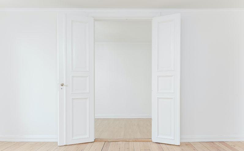 baltas durvis