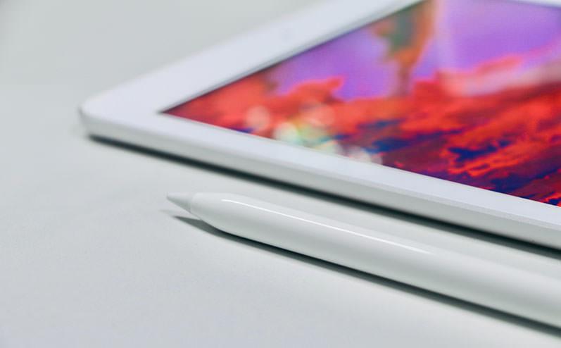 планшет на столе