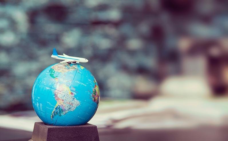 ceļojumi un globuss